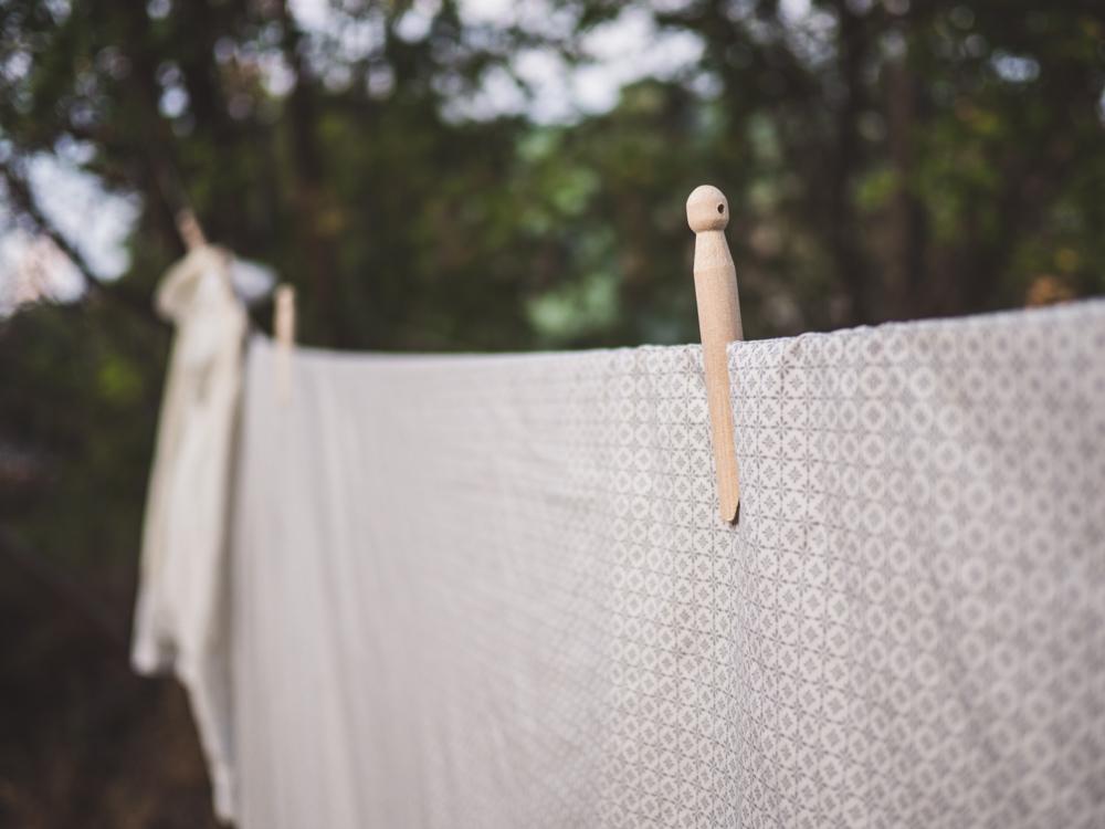 37824fa7783 Klädnyporna går också att användas för att hänga upp grejer på väggen. Det  finns ett hål i huvudänden så det är bara att hänga dem på en spik och till  ...